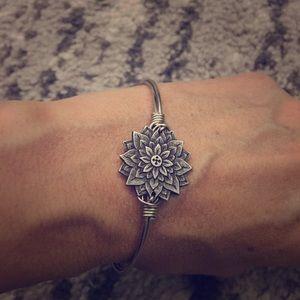Luca + Danni flower bracelet